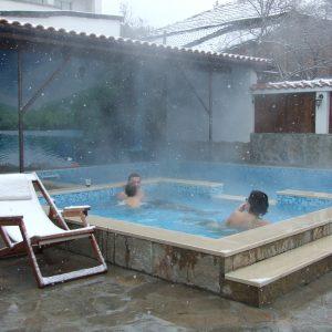 басейн с гореща минерална вода